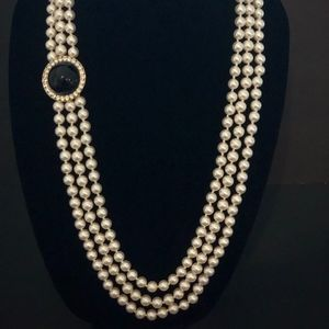 Jewelry - Stunning Vintage Triple Strand Pearl Necklace